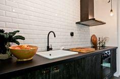 Ursnyggt kök med full maskinell utrustning