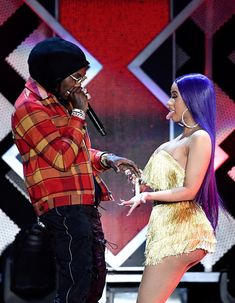 Cardi B Photos - Offset (L) and Cardi B perform onstage during KIIS FM's Jingle Ball 2018 Presented by Capital One at The Forum on November 2018 in Inglewood, California. - KIIS FM's Jingle Ball 2018 Presented By Capital One - Show Pictures Of Cardi B, Cardi B Photos, Black Couples Goals, Cute Couples Goals, Couple Goals, Cardi B Costume, Heaviest Woman, Celebrities Before And After, Cute Relationship Goals