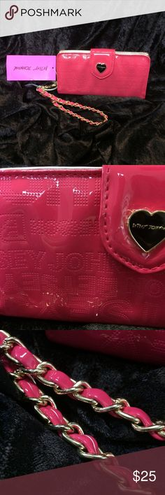 "Betsey Johnson wristlet Betsey Johnson Celly wristlet. Brand new with tags! 7""x4"" Open to offers:) Betsey Johnson Bags Clutches & Wristlets"