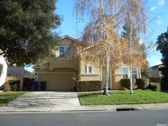 2856 Roseau Way, Sacramento, CA 95833. 3 bed, 2 bath, $299,000. Corner lot, Spacious...