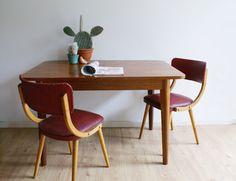 Prachtige vintage tafel met uitschuifbaar blad.  Houten (teak?) retro eettafel.