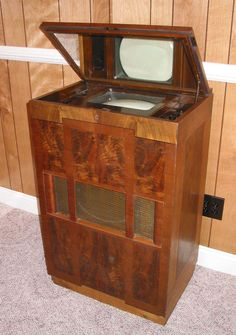 10 Amazing Old Stuff That Still Works - old stuff, still works - Oddee Vintage Television, Television Set, Vintage Tv, Vintage Antiques, Vintage Stuff, Tvs, Radios, Retro Futuristic, Futuristic Technology
