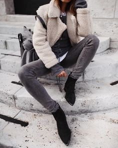 Find images and videos about fashion, style and outfit on We Heart It - the app to get lost in what you love. Denim On Denim, Denim Look, Fashion 2017, Fashion Outfits, Womens Fashion, Fashion Trends, Denim Fashion, Look Fashion, Fall Outfits