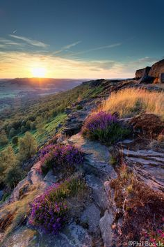 Sun going down at Curbar Edge in the Peak District National Park, England  by Phil Buckle #mountain #cliff #landscape