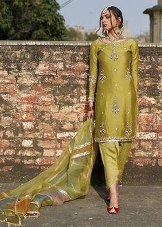 Pakistani Fashion Party Wear, Pakistani Formal Dresses, Pakistani Wedding Outfits, Pakistani Dress Design, Indian Dresses, Indian Outfits, Eid Outfits, Party Outfits, Fancy Dress Design