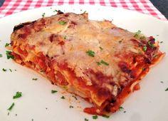 Lasagne bolognese is verreweg het bekendste lasagne recept wereldwijd. Bekijk hier hoe je de aller lekkerste lasagne bolognese in je eigen keuken maakt!