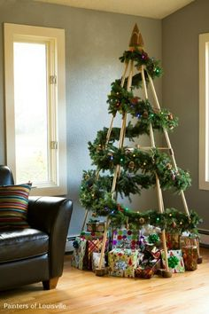 An alternative Christmas tree by The Jubiltree Company with DIY evergreen garland. Even for when you're having a holiday xmas you can have a tree Noel Christmas, Green Christmas, Christmas Crafts, Christmas Tree Cat Proof, Country Christmas, Chrismas Tree Diy, Christmas Tree Without Ornaments, Diy Christmas Frames, Simple Christmas