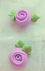 mini ribbon roses in royal icing