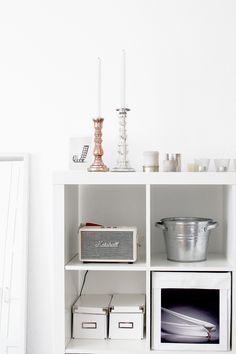 Du suchst Ideen, wie du Ordnung in deiner kleinen Wohnung schaffen kannst? In unserer Homestory findest du Inspirationen dazu, wie du auch einen kleinem Raum schön und praktisch einrichten kannst.