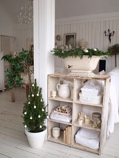 hope my walls turn out like this. White Christmas, Christmas Decor, Country Farmhouse Decor, White Decor, Organizing Ideas, Display Ideas, Cool Furniture, Ladder Decor, Beautiful Things