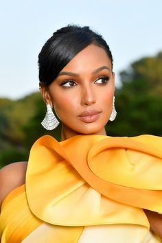 Cannes The best red-carpet beauty looks at the amfAR Gala Jasmine Tookes, Beauty Makeup, Hair Makeup, Hair Beauty, Purple Smokey Eye, Smoky Eye, Looks Black, Glamour, Brown Skin