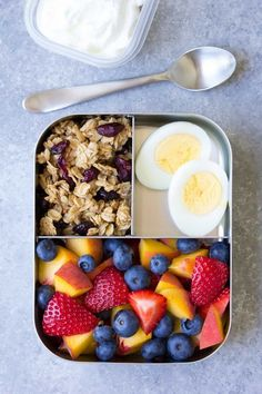 10 Healthy Lunch Ideas for Kids! Bento box lunchbox ideas to pack for school ho 2019 10 Healthy Lunch Ideas for Kids! Bento box lunchbox ideas to pack for school home or even for yourself for work! Make packing lunches quick and easy! Snacks For Work, Lunch Snacks, Healthy Snacks For Kids, Kid Snacks, Lunch Meal Prep, Healthy Meal Prep, Healthy Eating, Clean Eating, Lunch Time