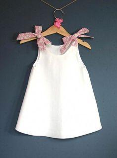 Diy kids dress inspiration Ideas for 2019 Baby Dress Design, Baby Girl Dress Patterns, Baby Clothes Patterns, Cute Baby Clothes, Clothing Patterns, Frocks For Girls, Little Dresses, Little Girl Dresses, Dresses Dresses