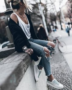 mikutas - Sneaks Spring in the city, basics and comfy sneakers Lazy Outfits, Spring Outfits, Trendy Outfits, Winter Outfits, Cute Outfits, Fashion Outfits, Womens Fashion, Estilo Jeans, Outfit Trends