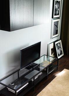 Móvel de TV VITTSJÖ preto-castanho em aço com tampo em vidro temperado
