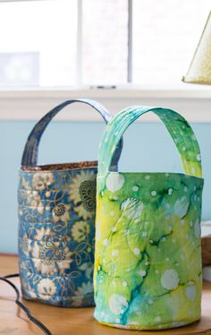 Love these bucket bags! They are perfect for small toys (blocks, legos, figurines, etc) as well as LOTS of other things. This is a free e-course on making these bags as well as simple drawstring bags.