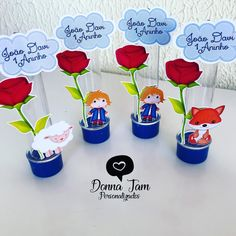A imagem pode conter: 1 pessoa, flor Prince Birthday, The Little Prince, Prince And Princess, Baby Shower Parties, First Birthdays, Party Themes, Christmas Decorations, Place Card Holders, Bernardo