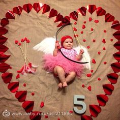 Monthly baby photos up to a year Monthly Baby Photos, Baby Girl Photos, Baby Pictures, Monthly Pictures, Mother Baby Photography, Newborn Baby Photography, Baby Christmas Photos, Baby Poses, Shooting Photo