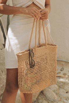 The Off to the Market Bag is an openly-woven tote that will keep you feeling cool even during the hottest summer days! Summer Purses, Summer Handbags, Summer Bags, Dress Summer, Quilted Handbags, Purses And Handbags, Straw Handbags, Popular Handbags, Macrame Bag