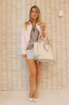 My look, street style, Zara top in shades of grey, with pale pink, or rosé jacket. Pink necklace accessorie, white bag and shoe scarpin by Schutz.
