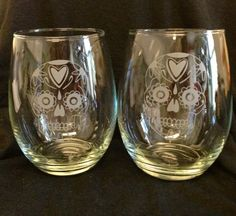 Set of 2 Sugar Skull Dia de Los Muertos  Day of The Dead Custom Etched  Stemless Wine Glasses  $35