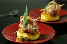 Veal Saltimbocca with sage, grilled polenta with black olives Chef's workshop Italian Snacks, Italian Recipes, Buffets, Gourmet Recipes, Appetizer Recipes, Pie Recipes, Veal Saltimbocca, Chefs, Gourmet Food Plating