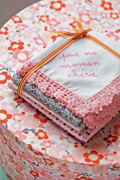 Des mouchoirs en tissu personnalisés pour la fête des mères