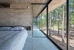 Concrete Architecture by Luciano Kruk Concrete architecture is something Architect Luciano Kruk does very well. I say this way to much but… this is my new favorite house. Concrete Architecture, Interior Architecture, Futuristic Architecture, Home Interior Design, Interior And Exterior, Modern Interior, Exterior Design, Casas Containers, Concrete Houses