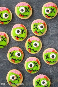 ZOMBIE COOKIES: Fun Halloween party treat with video how-tos. ZOMBIE COOKIES: Fun Halloween party treat with video how-tos. How to decorate cut-out sugar cookies with royal icing and candy eyes to make ZOMBIES! Source by twopeasandpod Halloween Cookie Recipes, Halloween Cookies Decorated, Halloween School Treats, Halloween Sugar Cookies, Halloween Party Favors, Halloween Desserts, Easy Halloween, Vintage Halloween, Halloween Decorations