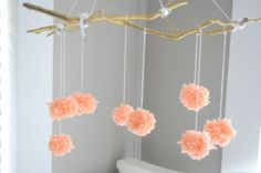 The Vanilla Tulip: Pom Pom Mobile - Cute for a baby girl's room! Projects For Kids, Crafts For Kids, Diy Projects, Diy Crafts, Kids Diy, Diy Mobile, Mobiles, Pom Pom Mobile, Baby Mine
