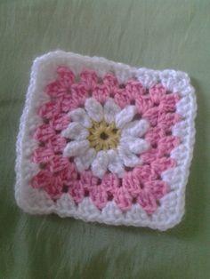 crocheted daisy square | Karen's Blog: Daisy Granny Square