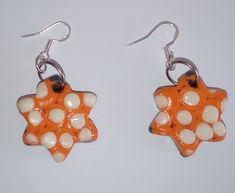 "Ohrringe ""estrella naranja"" – Astrid´s Accessoires Rockabilly Vintage, Astrid S, Vintage Mode, Jewelry Shop, Arts And Crafts, Drop Earrings, Christmas Ornaments, Holiday Decor, Red"