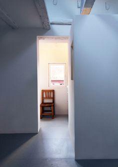 La casa de la pradera | RÄL167 - Interiorismo, decoración, reforma y diseño de interiores Mirror, Furniture, Home Decor, Renovation, Home, Apartments, Interior Design, Antigua, Home Interior Design