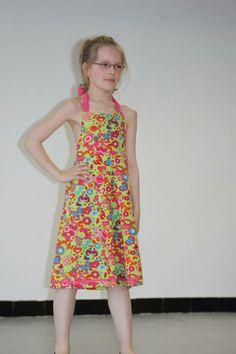 Elysa dans sa robe dos nu
