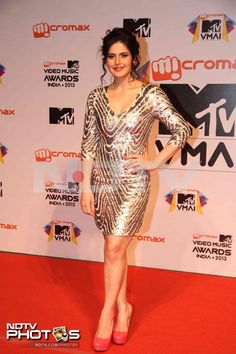 MTV Video Music Awards: Zarine Khan looked beautiful in a shimmery number. She completed her look with fuchsia pumps.