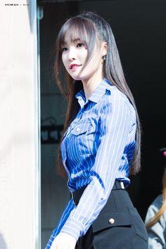 dedicated to female kpop idols. Gfriend Yuju, Kpop Girls, Girl Group, Fandoms, Singer, Female, Celebrities, Lady, Beauty