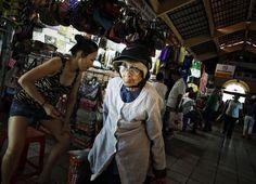 vrouw op markt by rik engelgeer