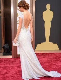 Oscar 2014: Maria Menounos con un escote precioso y un peinado trenzado muy favorecedor.