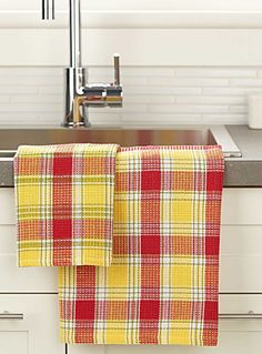 Kitchen Dish Towels / On Red & Yellow Lane. Dish Towels, Tea Towels, Loom Weaving, Hand Weaving, Towel Dress, Yellow Cottage, Weaving Projects, Weaving Patterns, Weaving Techniques