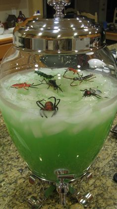 I hosted a Jungle Party for my daughter and her friends. I decorated my dining room in a jungle theme. I think this is more Halloween than jungle, but bugs are great for both of these party ideas! Casa Halloween, Halloween Food For Party, Halloween Birthday, Halloween Party Decor, Happy Halloween, Halloween Costumes, Halloween 2019, Halloween Punch For Kids, Halloween Drinks Kids