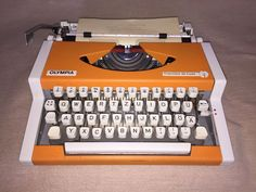 Tragbare mechanische Schreibmaschine Olympia Traveller de Luxe