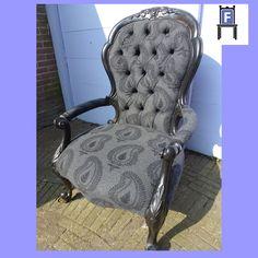 Barok stoel uit 1900, volledige gerestaureerd en bekleed met een mooie wollen meubelstof (www.fotovintage.nl).