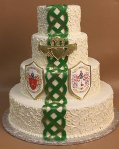 Irish Wedding Cake-- a bit much with the green but love the rest! Irish Cake, Emerald Wedding Colors, Cake Works, Celtic Wedding, Irish Celtic, Handfasting, Wedding Inspiration, Wedding Ideas, Traditional Wedding