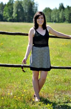 http://claudia-daybyday.blogspot.com/2012/08/crocheted-top-skirt.html