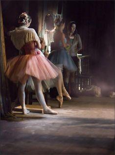 Backstage / Mariinsky Ballet / Photo by Mark Olich ♥♥♥ Ballerina Dancing, Ballet Dancers, Ballet Art, Dancing Shoes, Dance Like No One Is Watching, Just Dance, Grands Ballets Canadiens, Backstage, Dance Baile