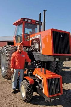 takes a true craftsman to pull this off.even has the twin turbo exhaust that we like. Boy Toys, Toys For Boys, Tractor Farming, Allis Chalmers Tractors, Tractor Implements, Classic Tractor, Disney Pics, Antique Tractors, Farm Toys