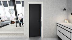 Slät svart dörr M7X21 Slät, svart formpressad innerdörr. Enkeldörr M7X21. Mått 625x2040x40 mm. Färg på dörren:S 9000-N Glans: ca 25 Exkl. karm och handtag