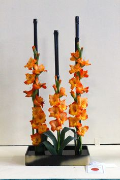 The pattern is very clear throughout the arrangement. For every stem of gladiolus there is a stem of bamboo. Contemporary Flower Arrangements, Creative Flower Arrangements, Ikebana Flower Arrangement, Deco Floral, Art Floral, Hobby Lobby Flowers, Floral Design Classes, Japanese Flowers, Flower Show