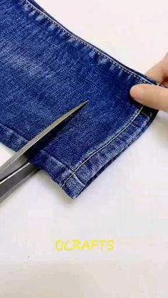Diy Clothes Life Hacks, Diy Clothes And Shoes, Clothing Hacks, Sewing Clothes, Sewing Machine Quilting, Sewing Stitches, Sewing Patterns, Sewing Basics, Sewing Hacks