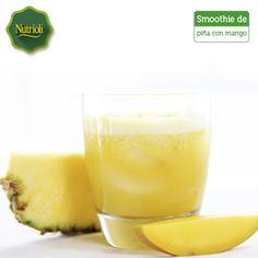 ¡Disfruta un smoothie depurativo de piña con mango!  Ambas frutas te ayudarán a desintoxicarte: la piña contiene bromelina, una enzima que mejora la digestión de las proteínas y el mango es rico en potasio, que combate la retención de líquidos.   Ingredientes: - Hielo al gusto - 400 gr. de piña en trozos - 400 gr. de mango en trozos - 1 taza de agua Licúa todos los ingredientes y, ¡listo!